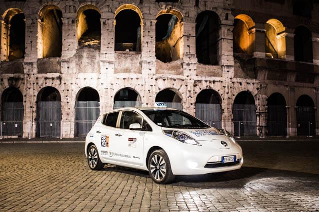 """Nissan: """"Taxi elettrico"""" super prodotto dell'anno"""