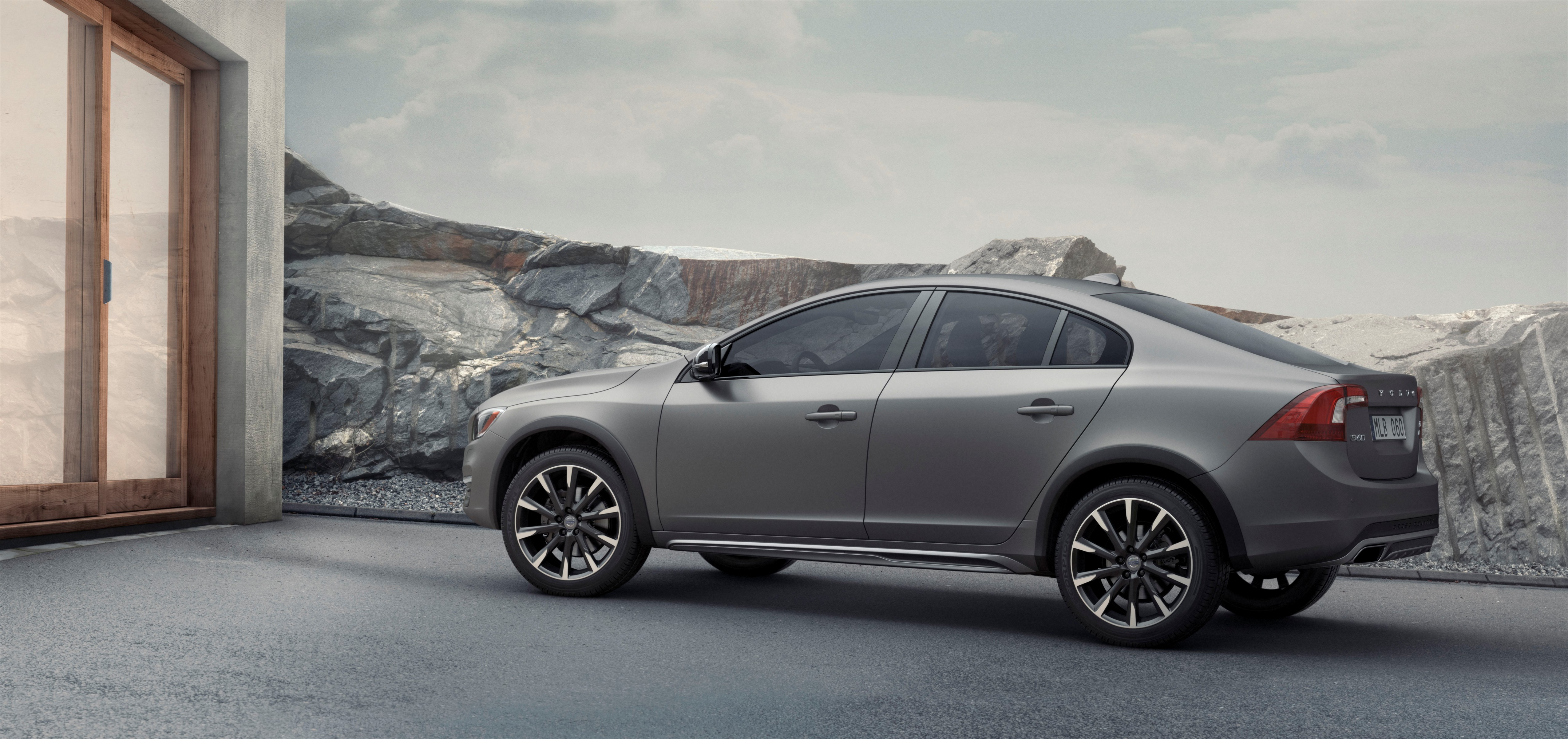 Volvo punta al futuro con la S60 Cross Country