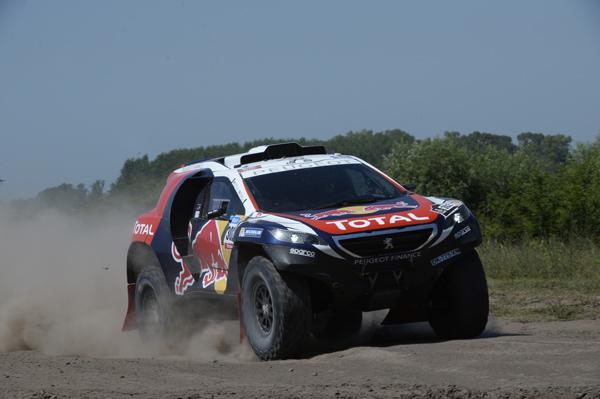 Dakar 2015: le Peugeot 2008 DKR all'attacco