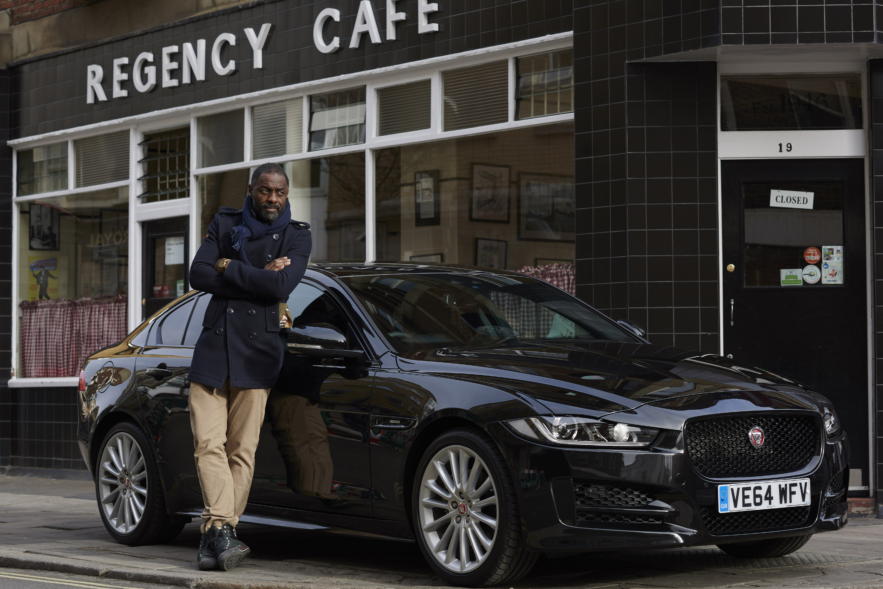 Idris Elba e la Jaguar XE: test da Londra a Berlino