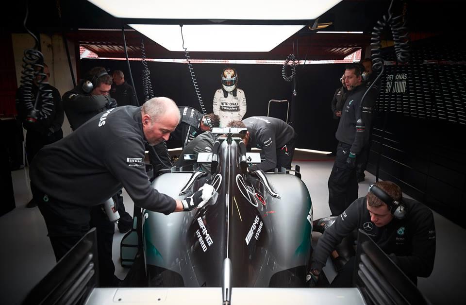Test F1: di nuovo Mercedes, oggi con Hamilton
