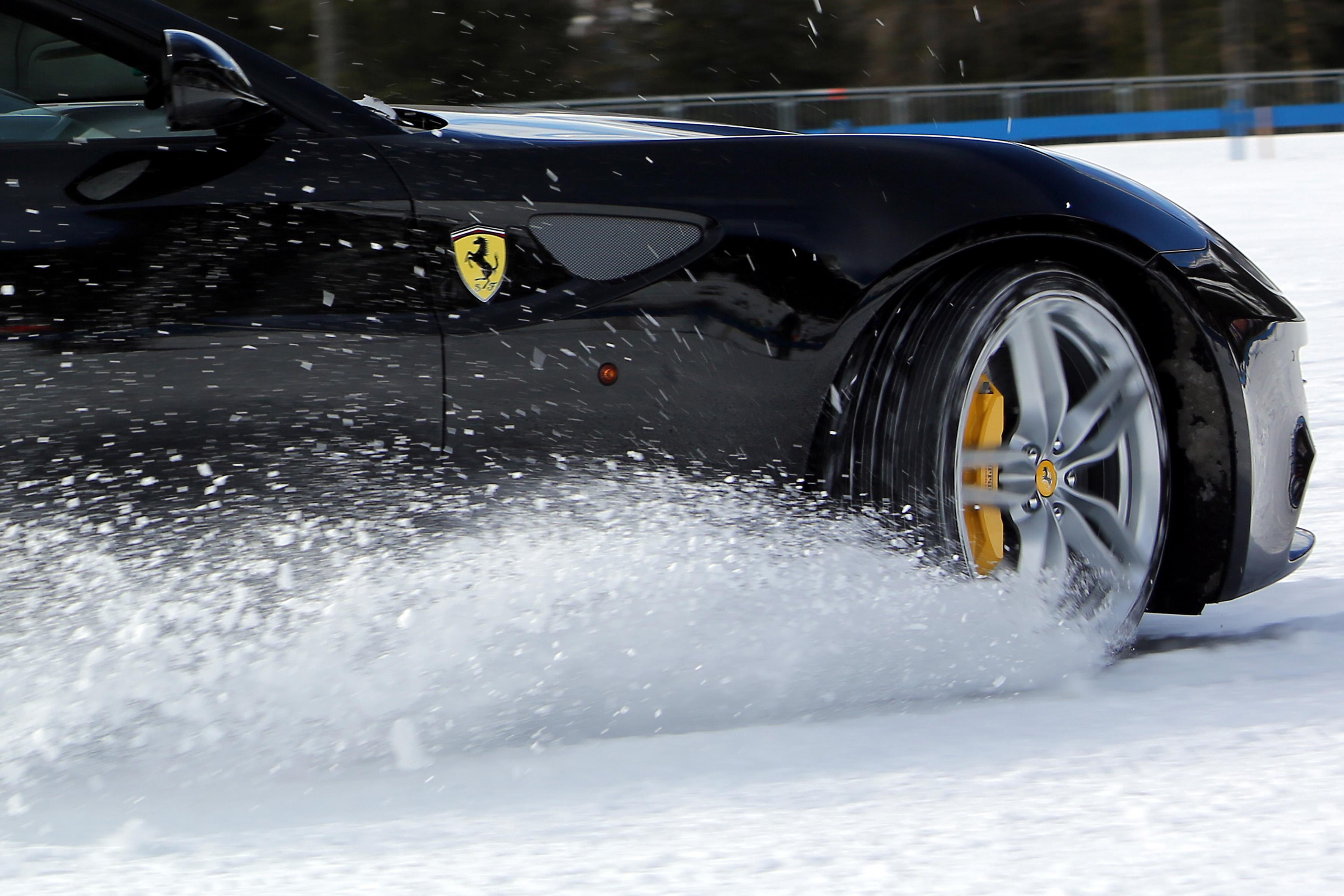 Ferrari FF: under pressure sulle Dolomiti