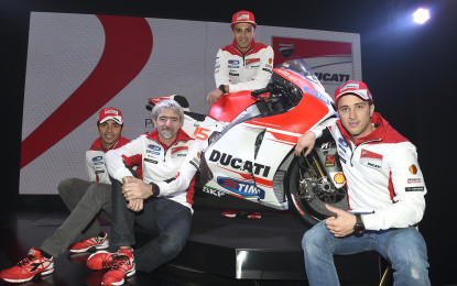 Ecco il Ducati Team 2015 e la nuova Desmosedici GP15