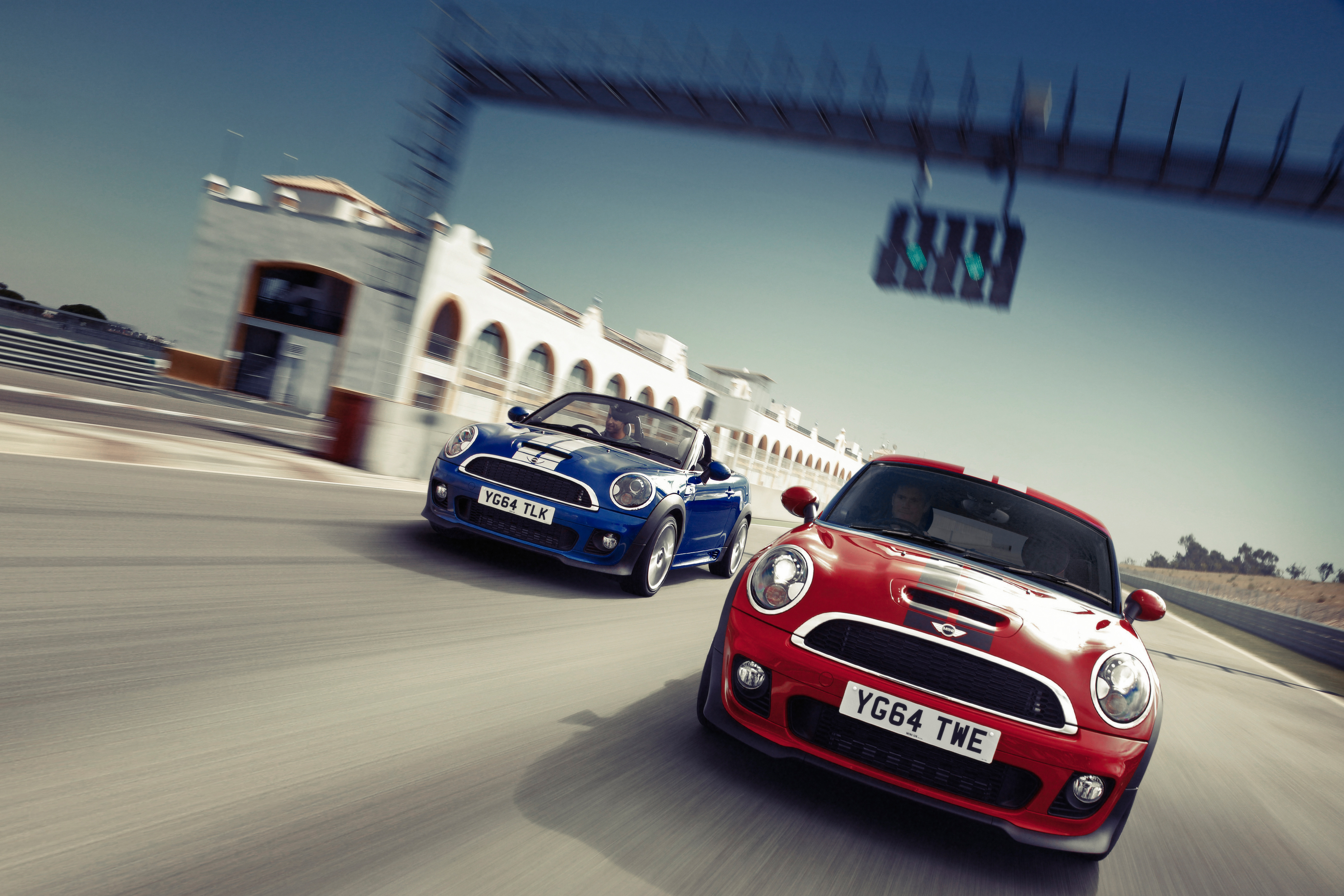 MINI Coupé e MINI Roadster sul rettilineo finale!