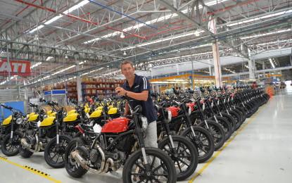 Troy Bayliss in visita a Ducati Motor Thailand