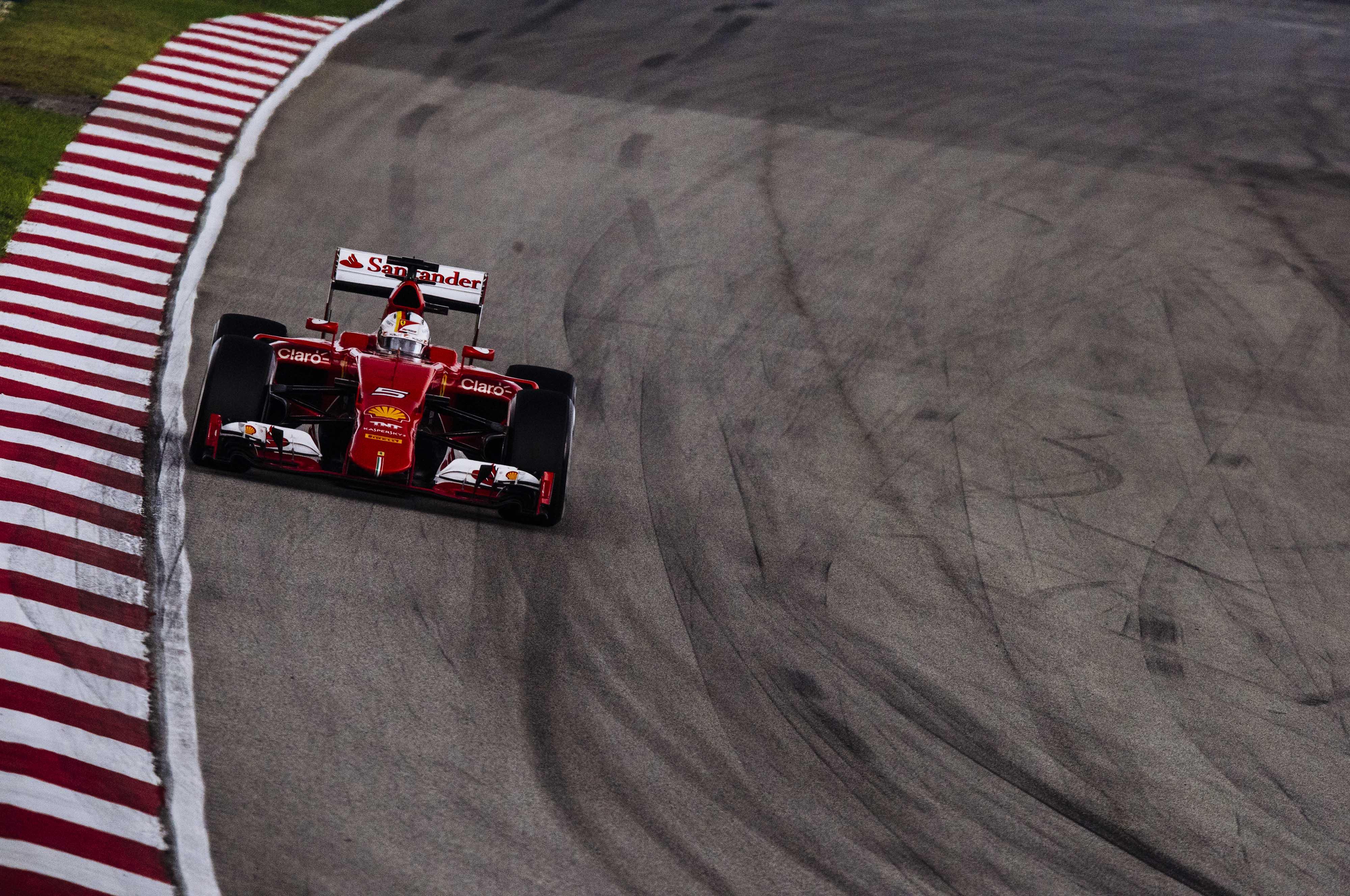 Ferrari: piedi per terra e si pensa alla gara