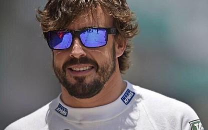 Alonso: serpi in azione nel paddock…