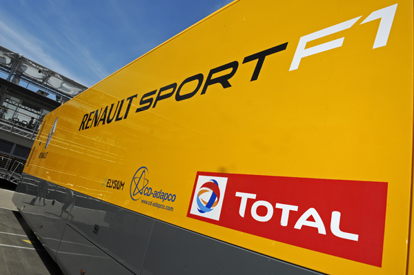 Renault non esclude l'acquisto di un team
