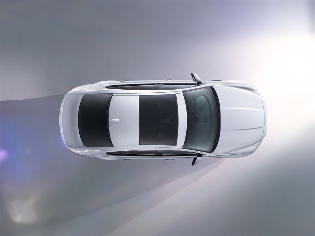 Jaguar XF: presentazione live alle 20.00