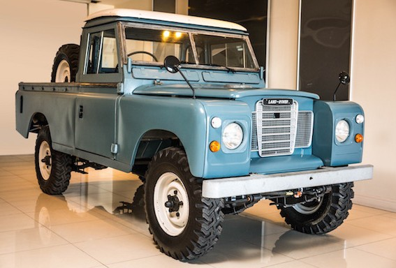 Restaurata la Land Rover di Bob Marley