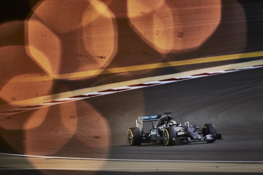 Bahrain: pole di Hamilton, Vettel in prima fila