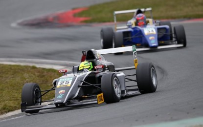Vettel con Mick e i ragazzi della F4. Pensando a Schumi