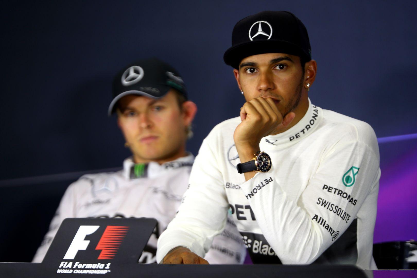 Hamilton respinge le voci sulle cospirazioni