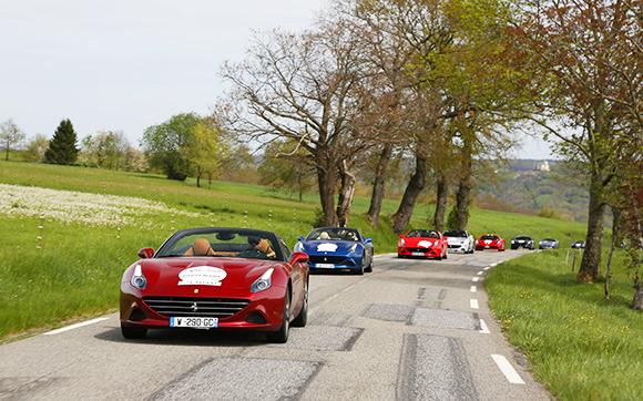 Lo spettacolo delle Ferrari da Parigi a Biarritz