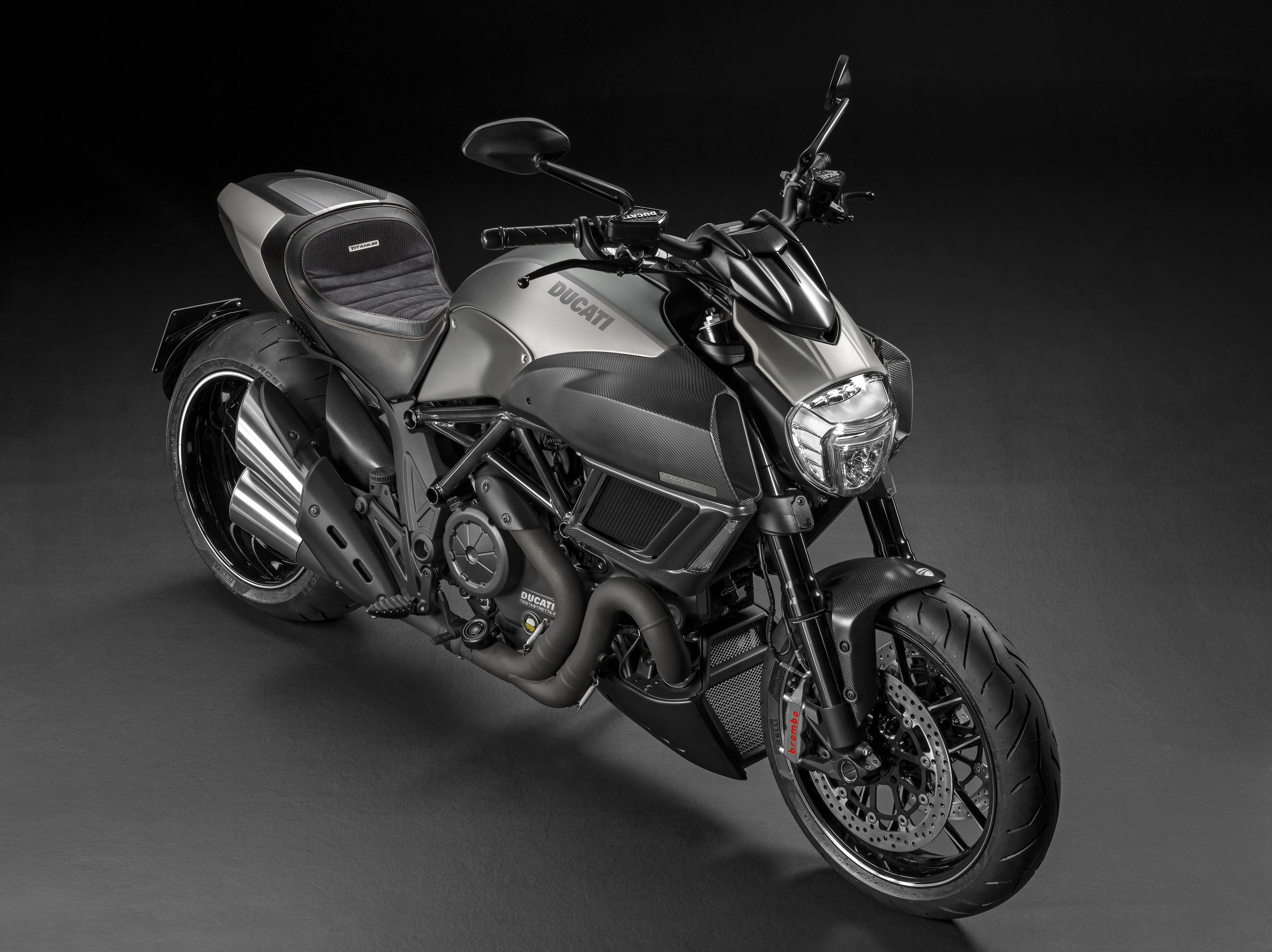 Diavel Titanium arriva nei Ducati Store