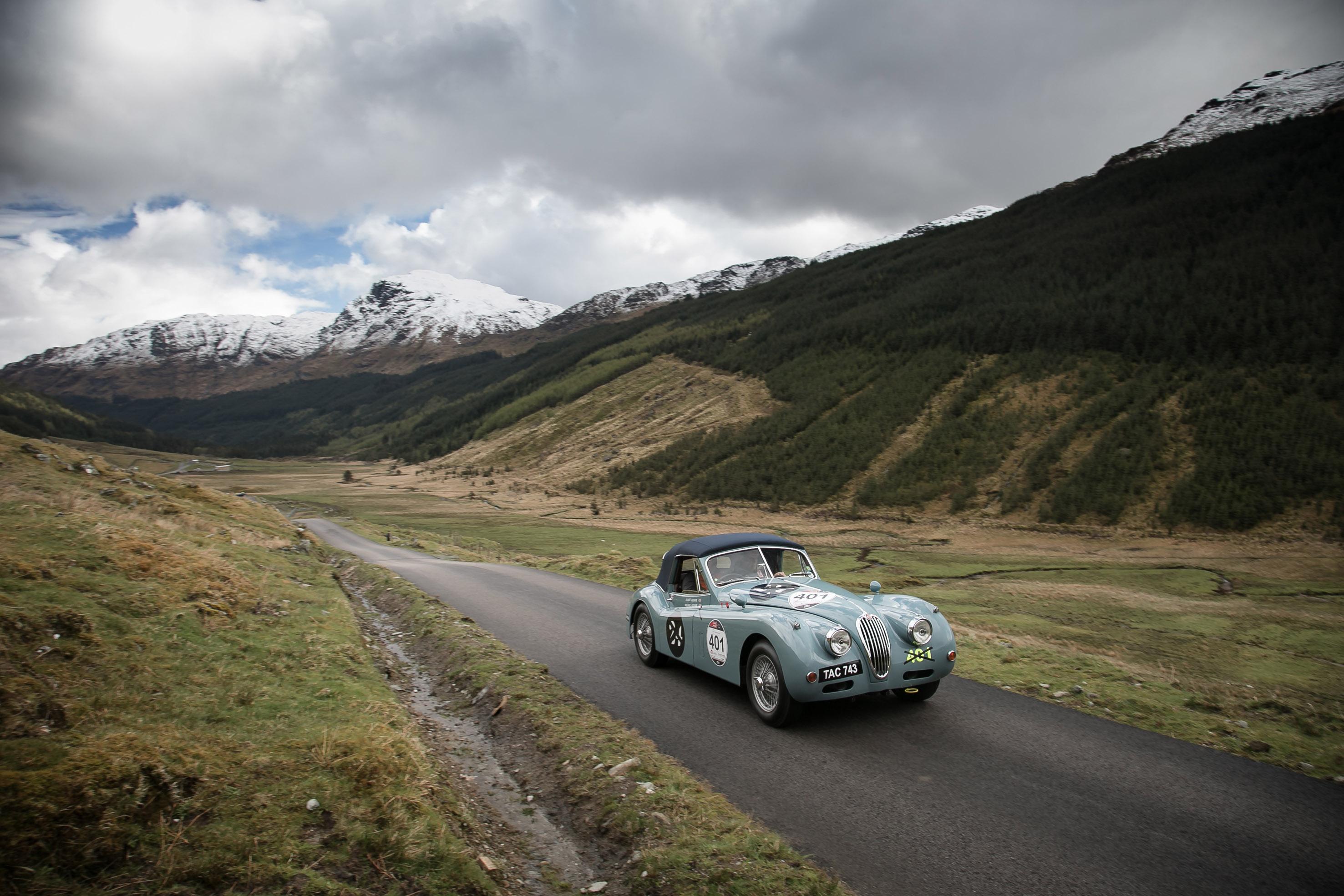 """Jaguar presenta la """"Mini Miglia"""" in Scozia"""