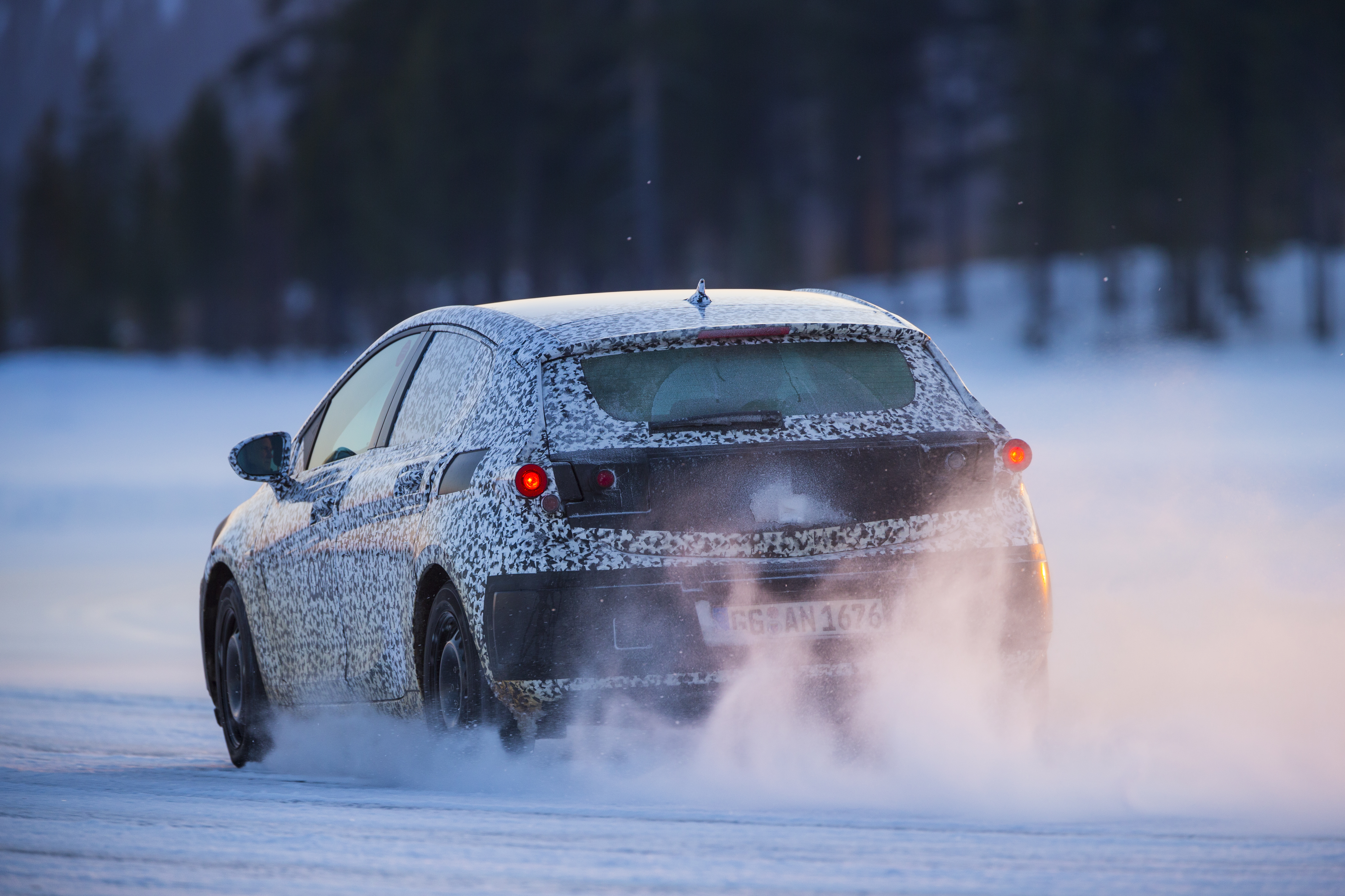 Nuova Opel Astra: l'arte di camuffarsi…