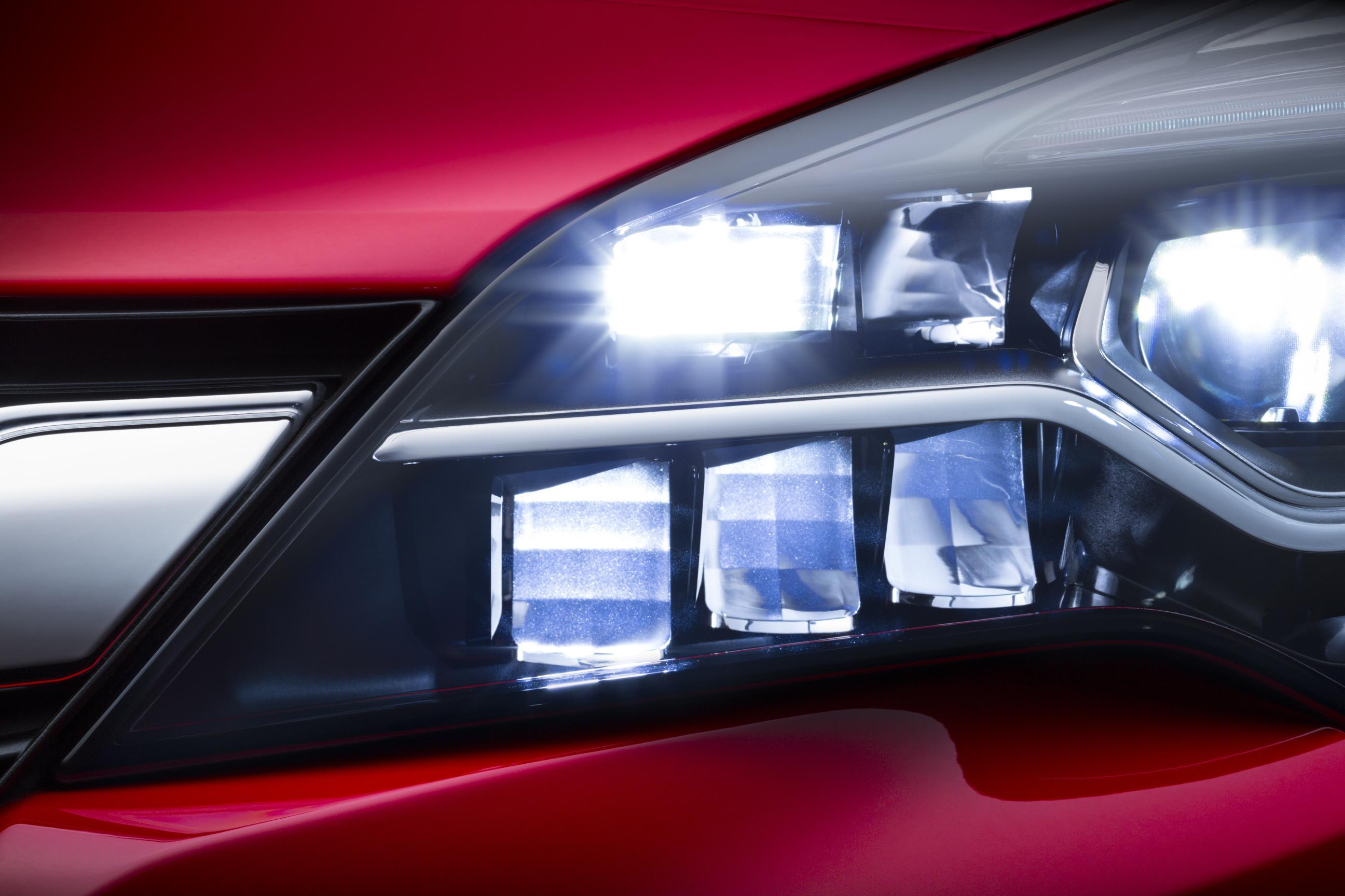 Opel Astra con IntelliLux