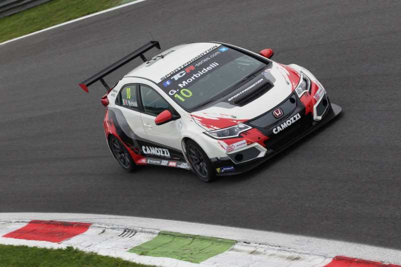 TCR: pole di Morbidelli a Monza