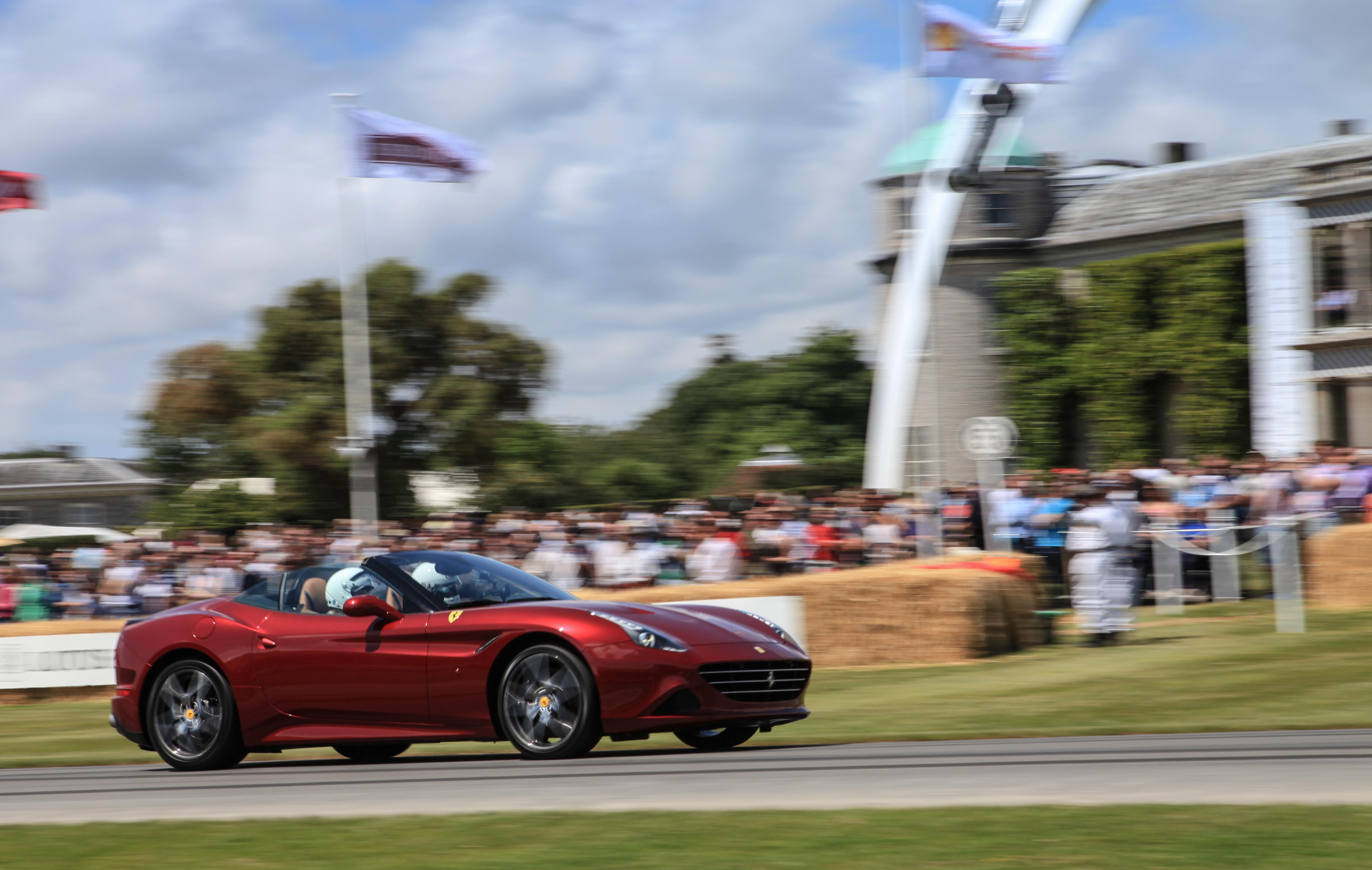 Grande parata Ferrari al Goodwood Festival