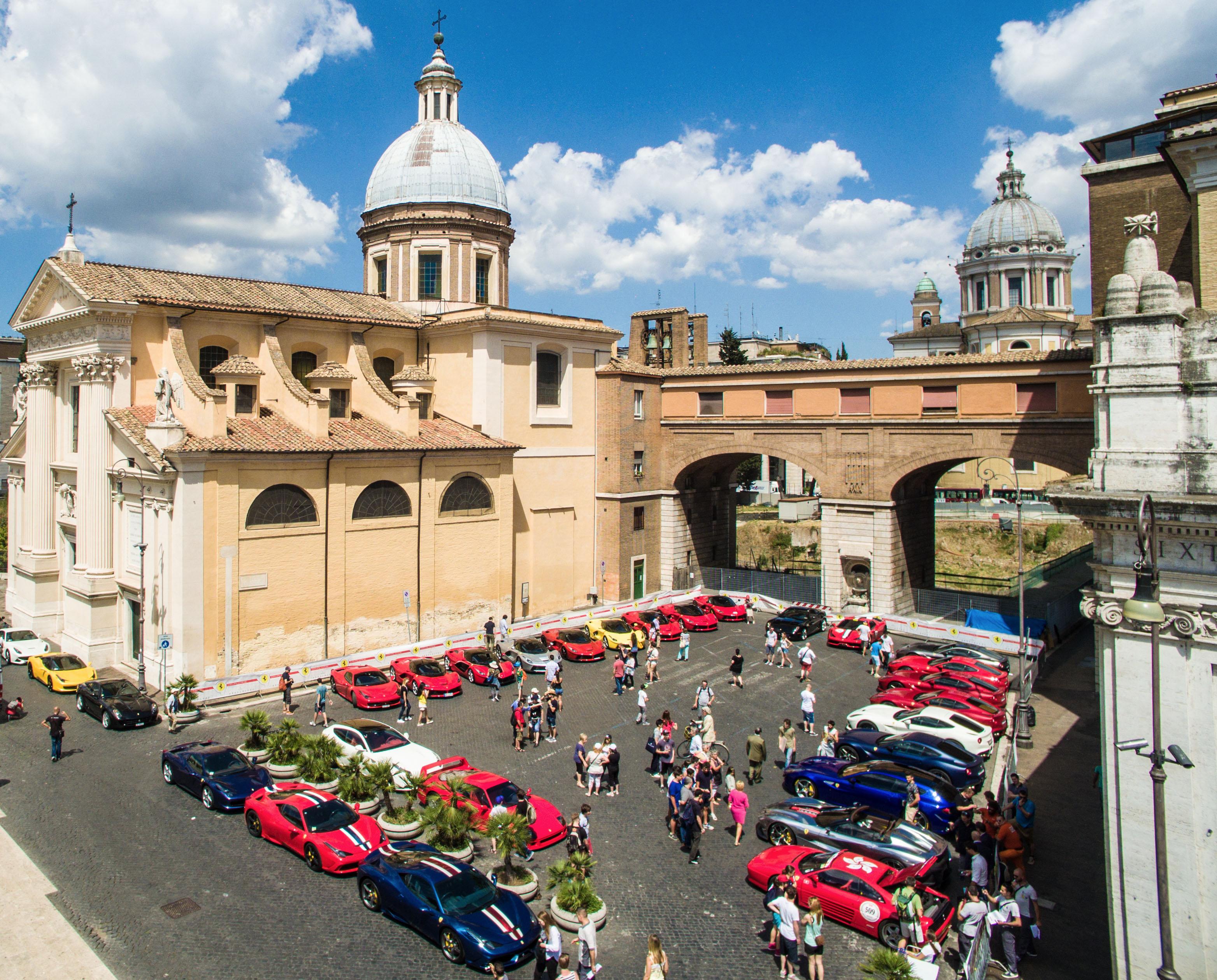 La Ferrari Cavalcade attraversa l'Italia