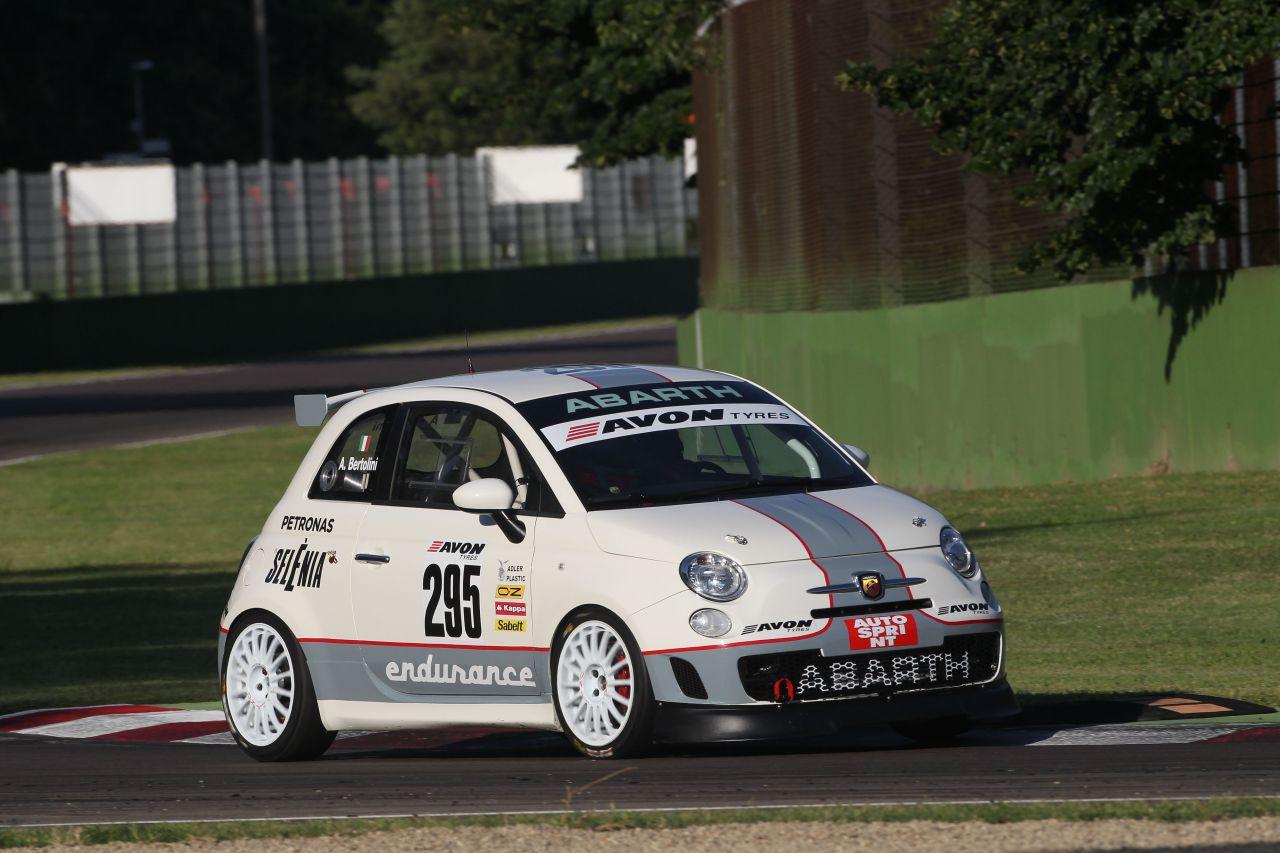 Imola: esordio ok per l'Abarth 695 Assetto Corse Endurance