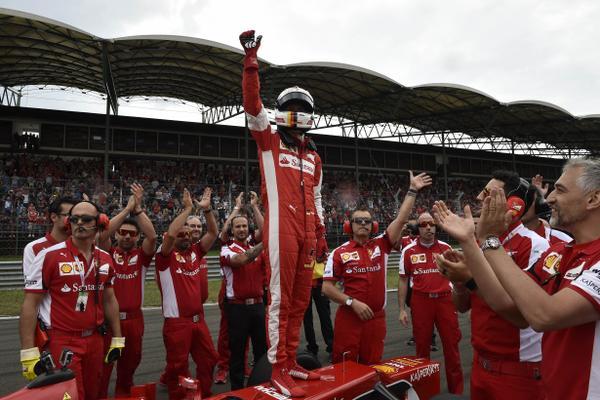 Vettel incanta l'Hungaroring