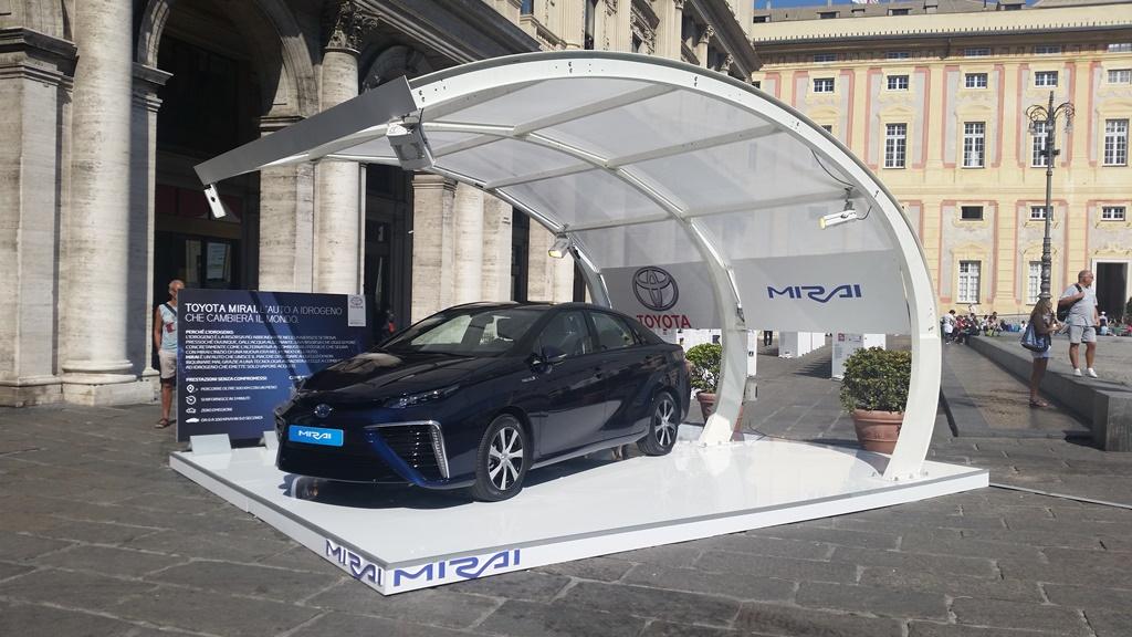Toyota Mirai: primo contatto con l'Italia