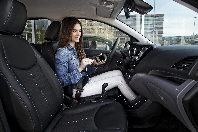 Opel leader per Android Auto e Apple CarPlay