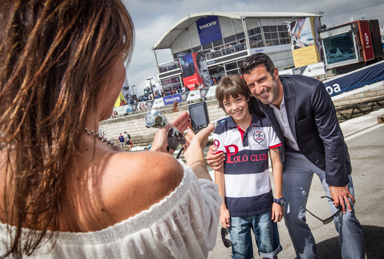 Luìs Figo visita il Race Village Volvo Ocean Race