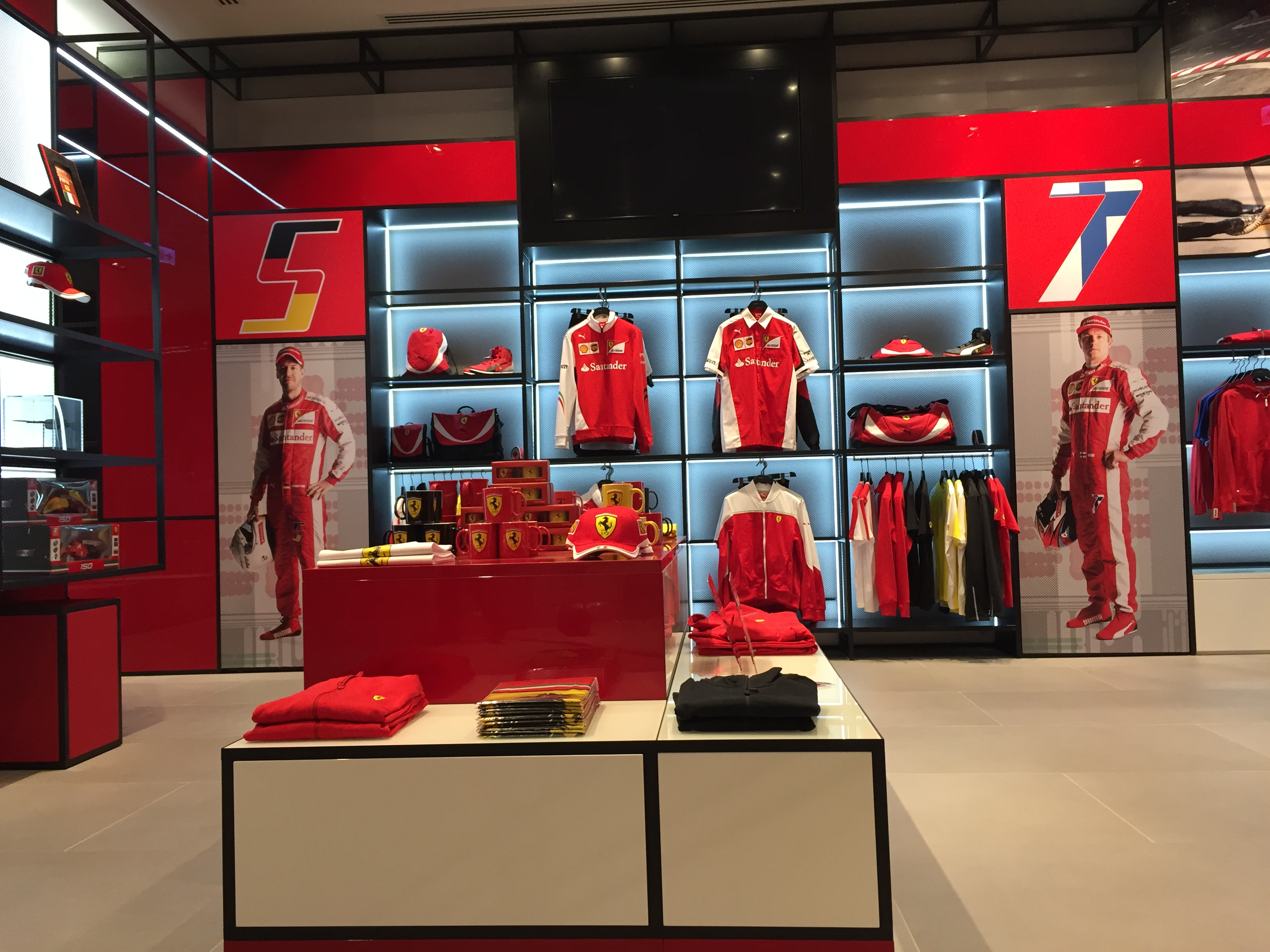 Nuovo Ferrari Store nel Dubai Mall