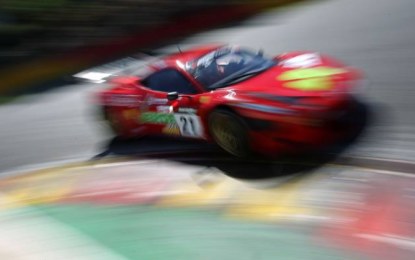 Due Ferrari in pista a Brands Hatch