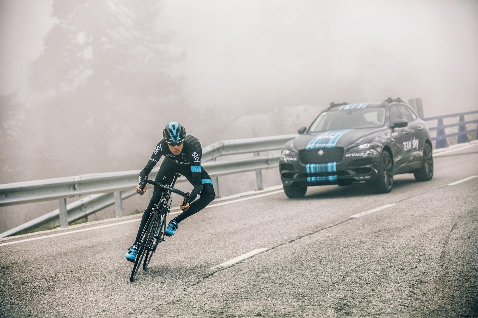 Jaguar F-PACE al Tour de France