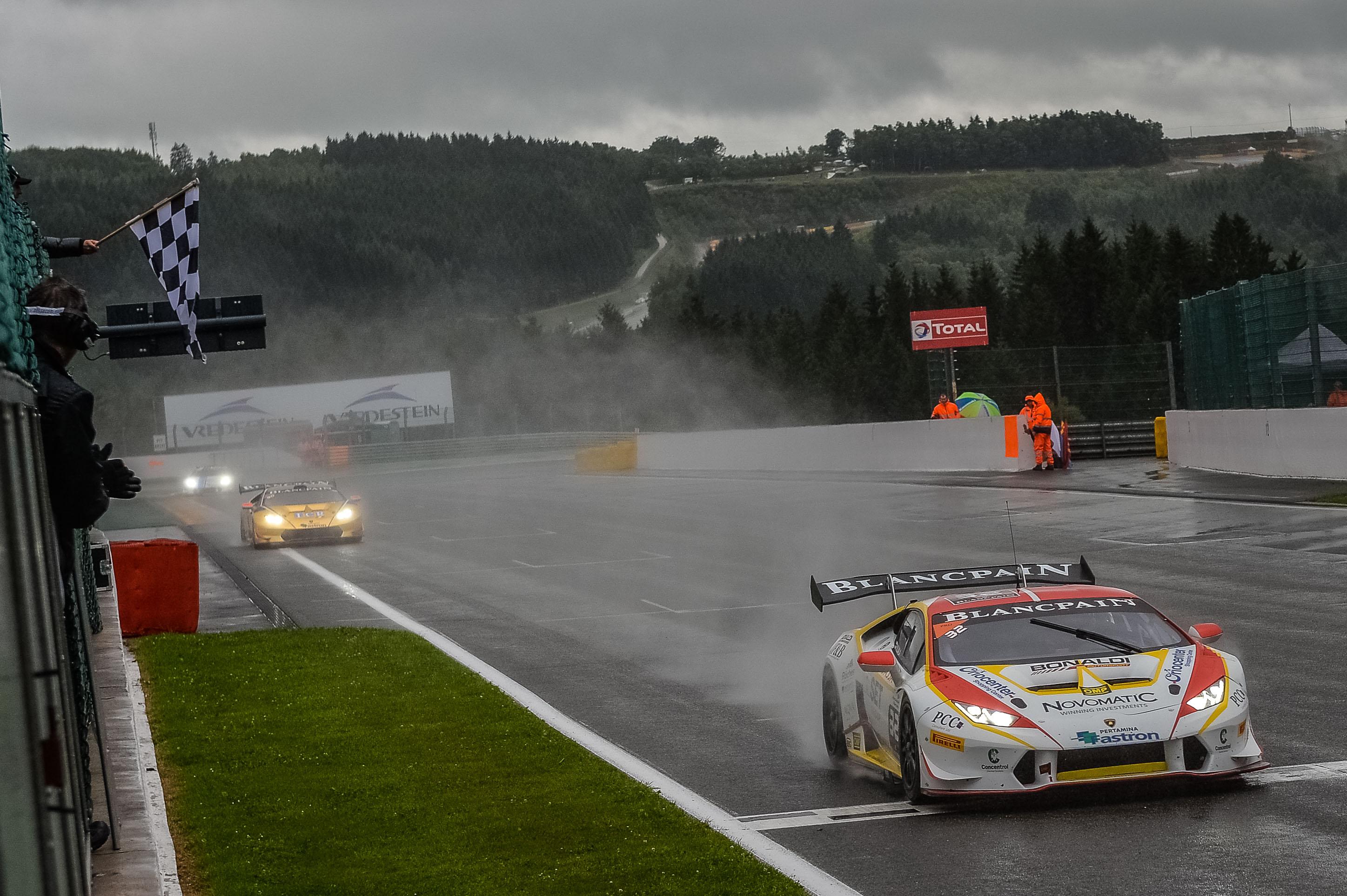 Lamborghini: Kujala re della pioggia a Spa