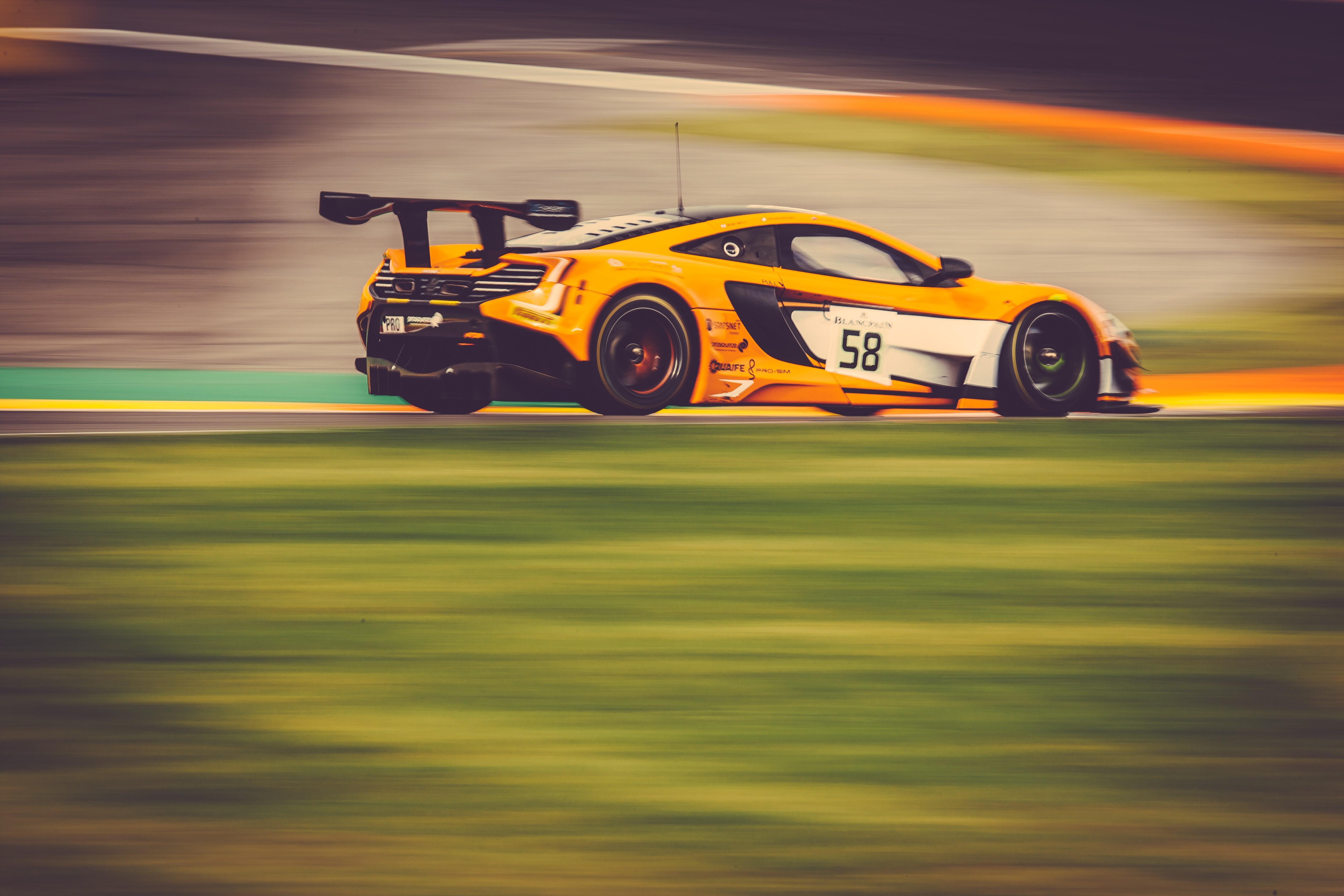 McLaren 650S GT3: front row start