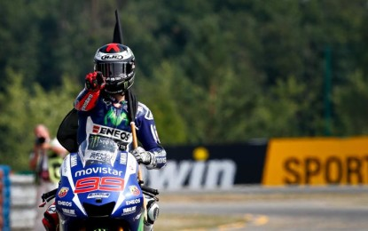 MotoGP: Lorenzo vince e raggiunge Rossi