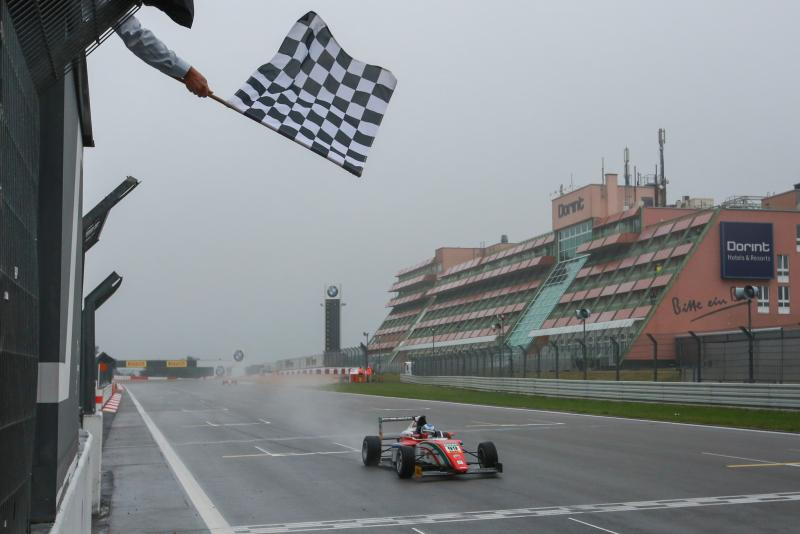 ADAC Formula 4: prima vittoria per Ralf Aron