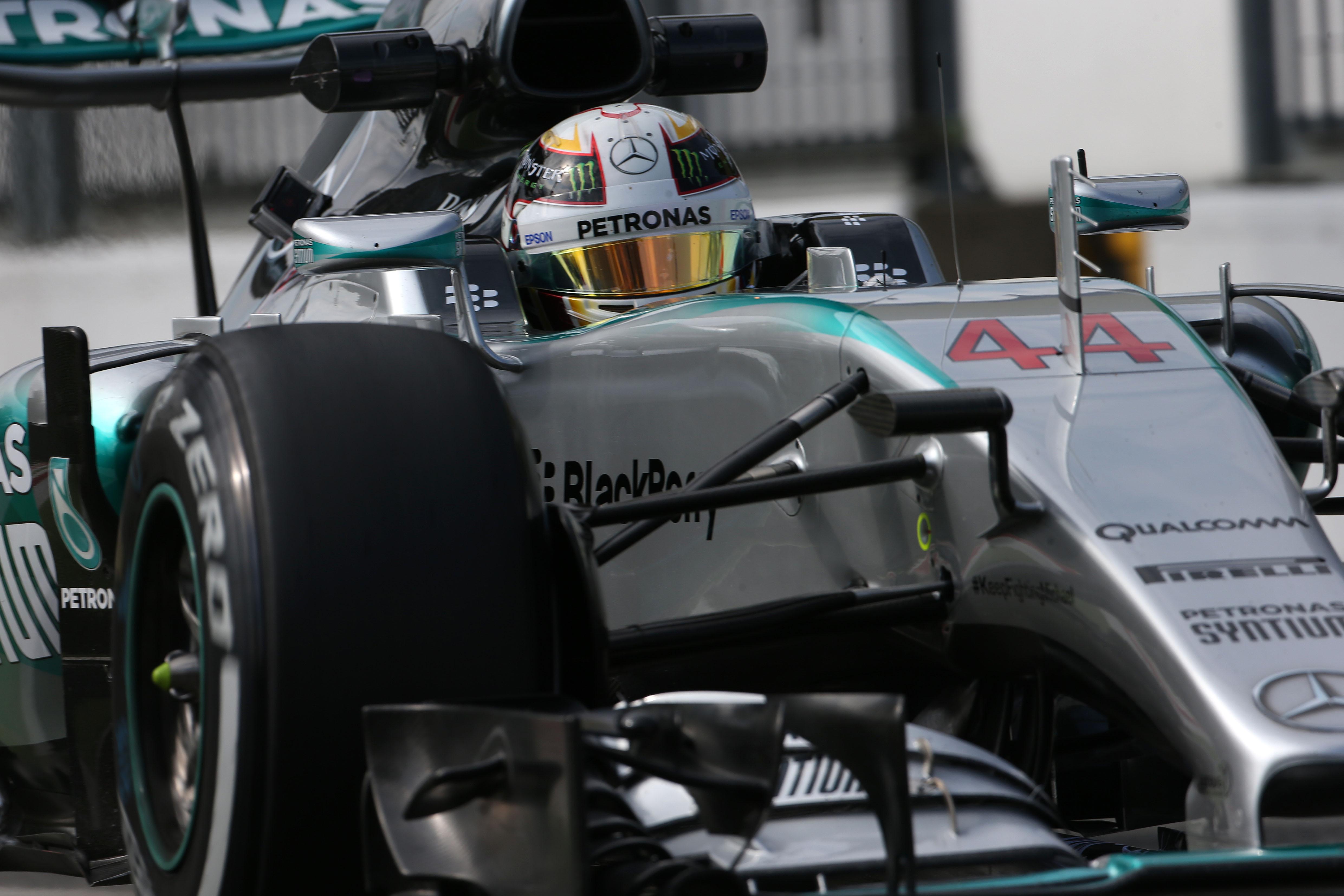 Hamilton e Ferrari nelle qualifiche di Monza