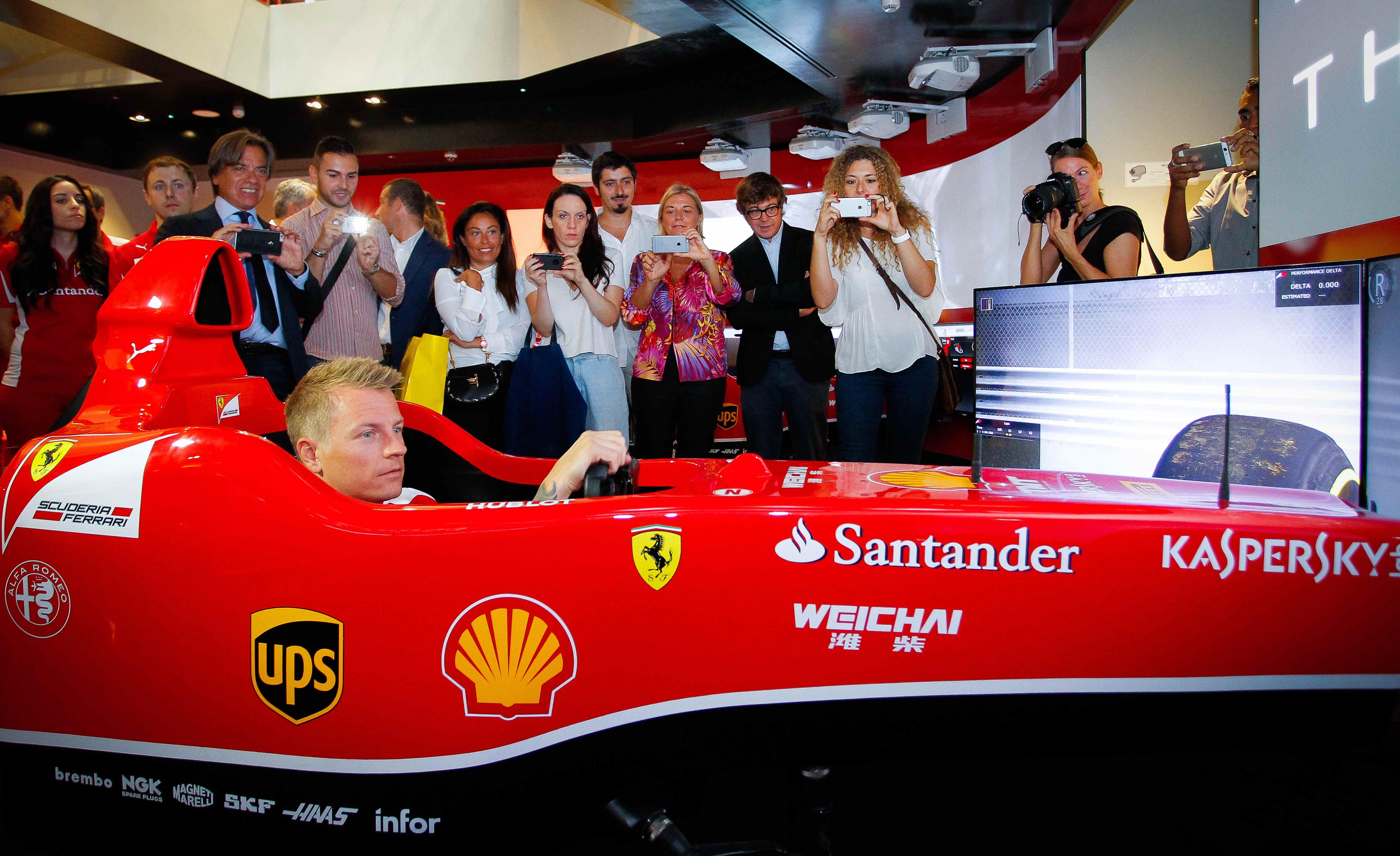 Kimi Raikkonen star al Ferrari Store