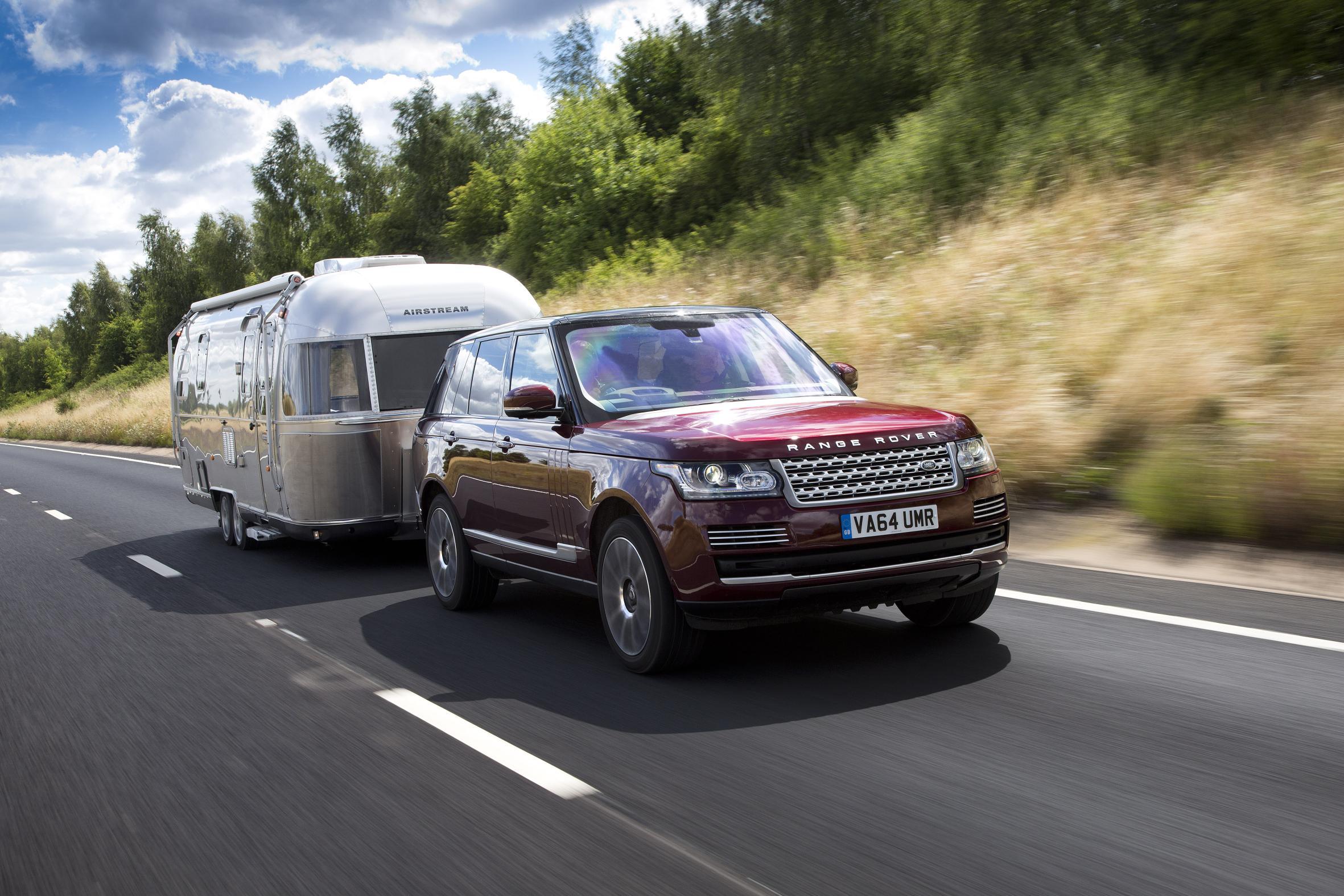 """Land Rover e il rimorchio """"trasparente"""""""