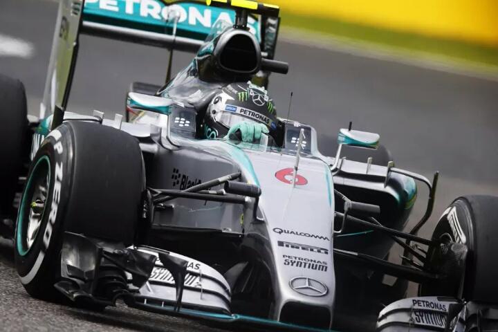La Mercedes torna in prima fila a Suzuka