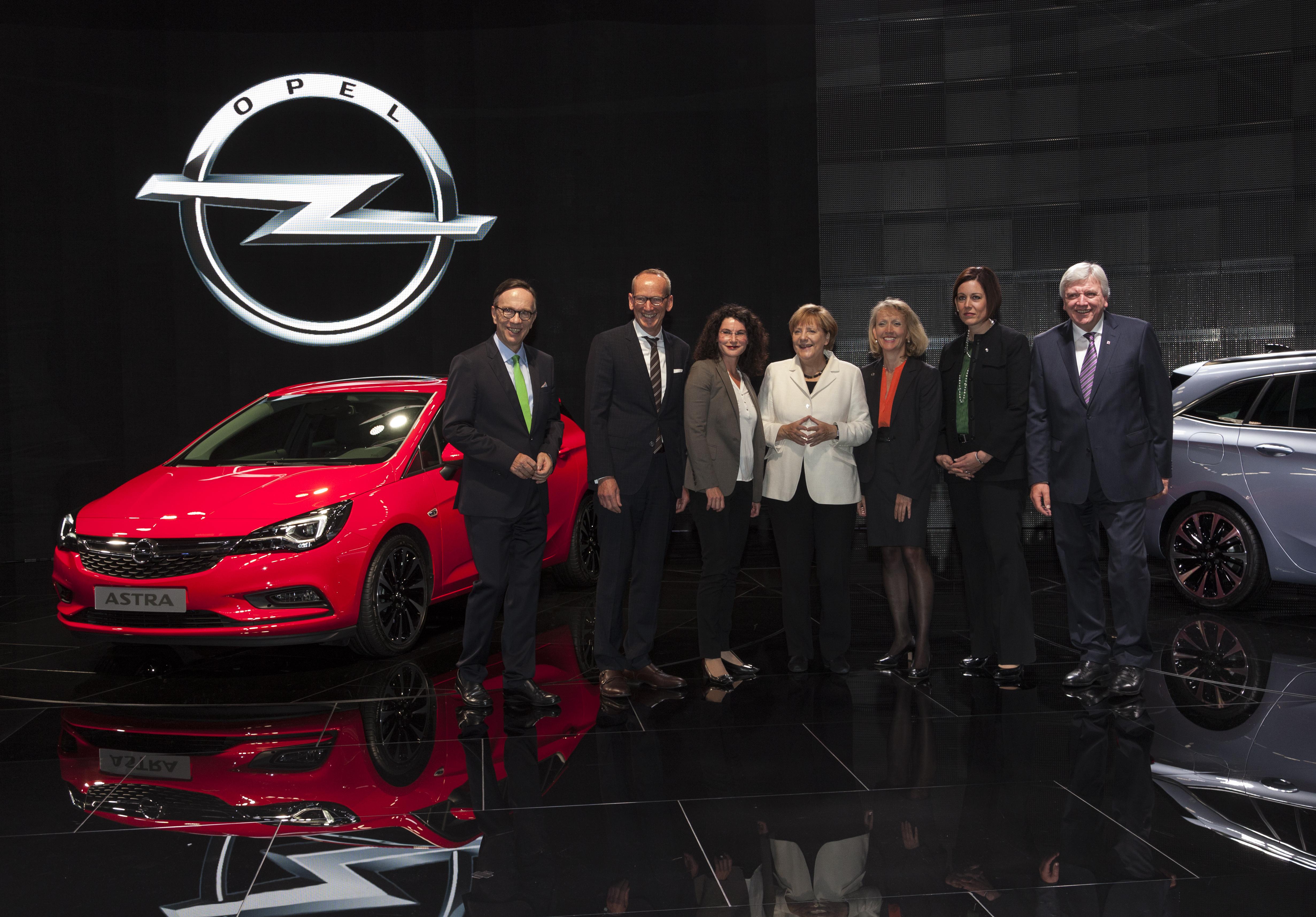 Opel Astra in miniatura per la Merkel