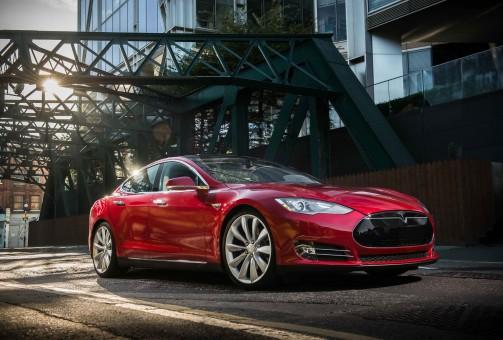 Tesla e il nuovo sistema Autopilot