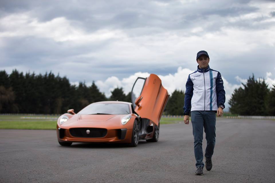 Massa guida la Jaguar C-X75 di James Bond