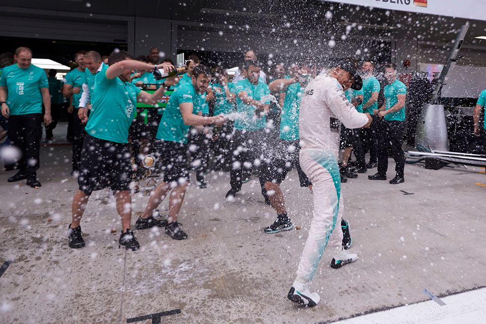 Mercedes: a Sochi festa a metà
