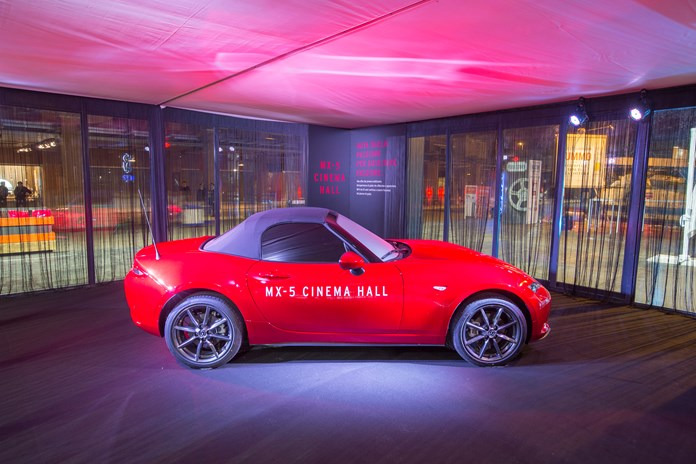 Mazda MX-5 CINEMA HALL