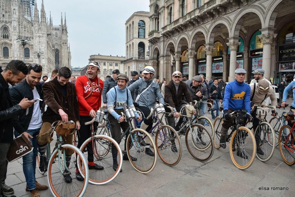 Sfilata di biciclette d'epoca a Milano