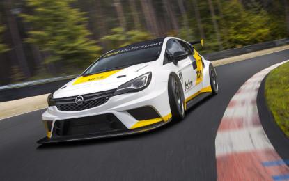 Opel Astra TCR per le competizioni
