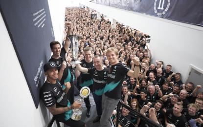 Mercedes: festa Mondiale a Brackley e Brixworth