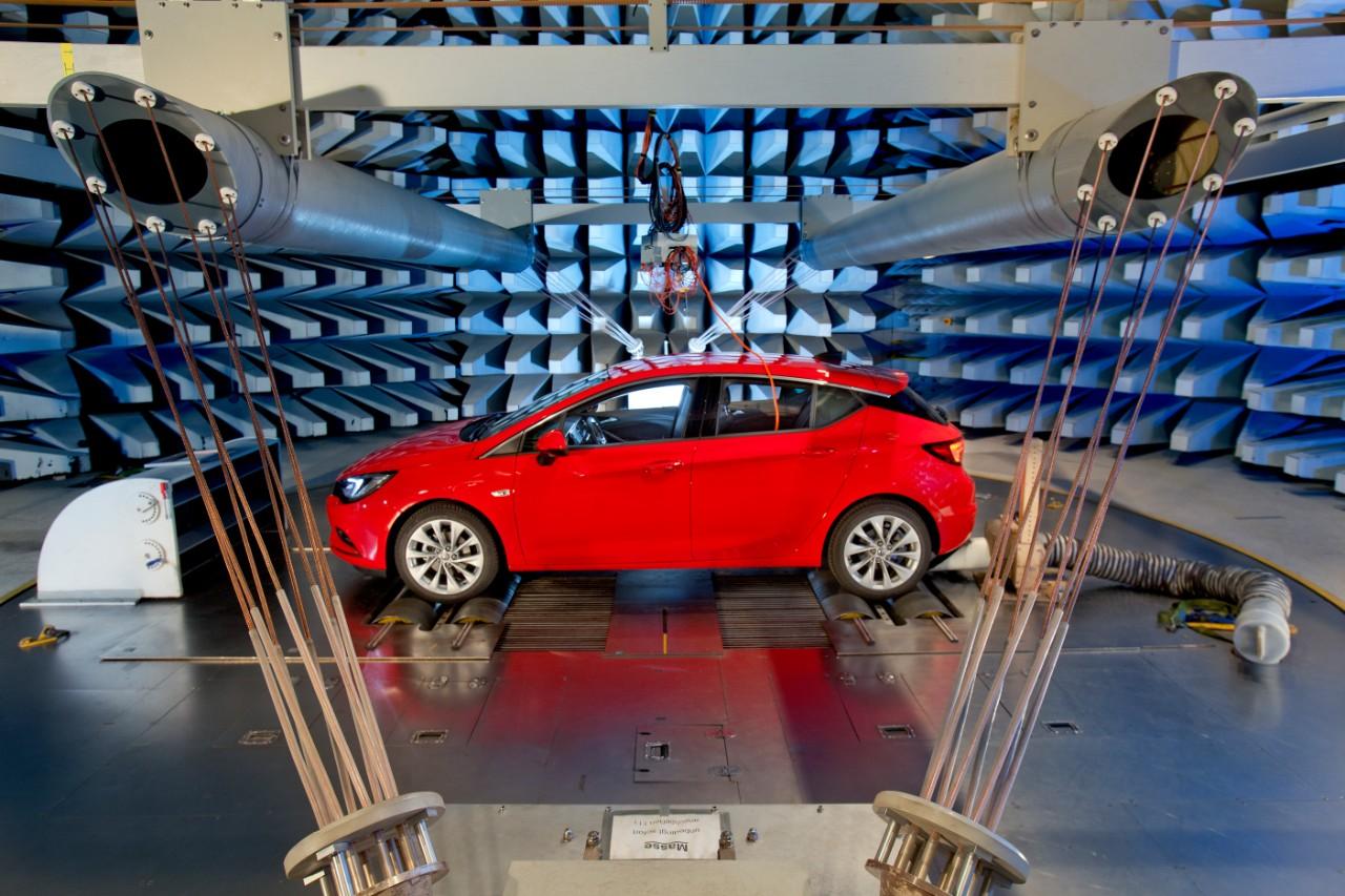 Opel Astra e la compatibilità elettromagnetica